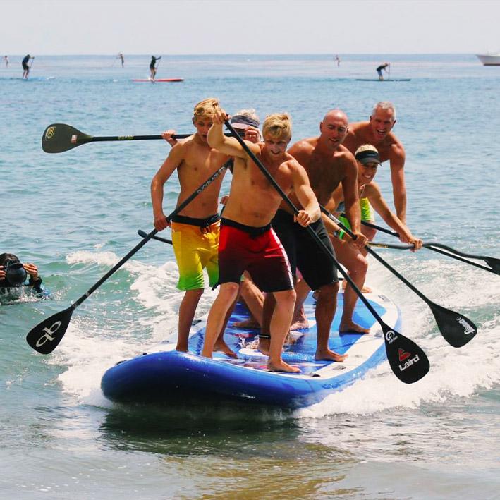 Grupo de chicos con king paddle